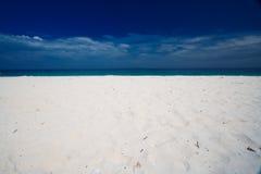 海滩空的天堂 免版税图库摄影
