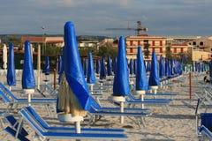 海滩空的淡季 免版税库存照片