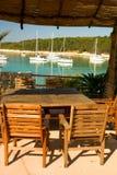 海滩空的盐水湖餐馆表 图库摄影