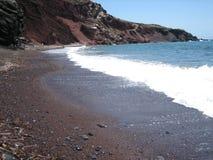 海滩红色santorini 图库摄影