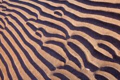 海滩线路并行模式波纹沙子 免版税库存图片
