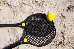 海滩网球拍 免版税库存照片