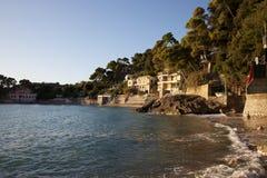海滩美丽如画的利古里亚 免版税库存照片