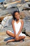 海滩美丽的女孩 免版税图库摄影