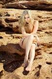 海滩美丽的裸体妇女 免版税库存图片