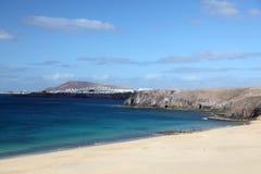 海滩美丽的lanzarote 库存图片