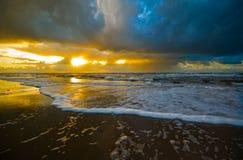 海滩美好的日落 库存照片
