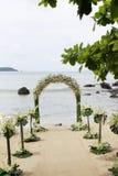 海滩美好的设置婚礼 免版税库存照片