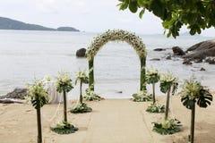 海滩美好的设置婚礼 免版税库存图片