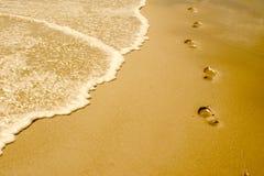 海滩脚步 免版税库存照片
