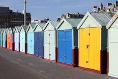 海滩英国布赖顿的小屋 库存图片