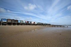 海滩英国essex frinton小屋 库存照片