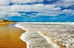 海滩英里新的九十西兰 免版税库存照片