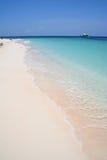 海滩荒岛海运绿松石白色 库存图片
