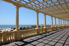 海滩荫径 免版税库存图片