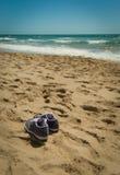 海滩获得您的鞋子 图库摄影