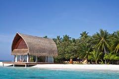 海滩蓝色房子横向海洋照片 免版税库存照片