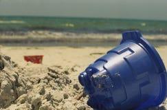 海滩蓝色沙子玩具 免版税图库摄影
