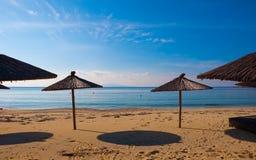 海滩蓝色海运伞 免版税图库摄影