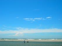 海滩蓝色美丽如画的天空 免版税库存照片