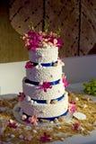 海滩蛋糕主题婚礼 库存图片
