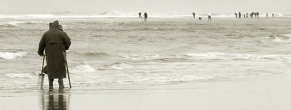 海滩蛤蜊挖掘者 免版税库存图片