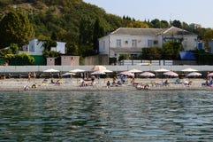 海滩视图在索契,俄罗斯 免版税库存图片