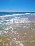 海滩起伏式波 免版税库存图片