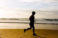 海滩跑步 免版税库存图片