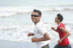 海滩跑步 免版税图库摄影