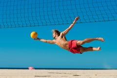 海滩跳的人排球 库存照片