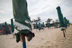 海滩遮阳伞 免版税库存照片