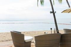 海滩酒吧用热带水果 最佳的片刻在芭达亚,泰国 免版税图库摄影