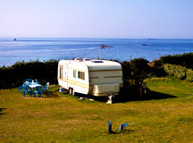 海滩野营的移动电话 图库摄影