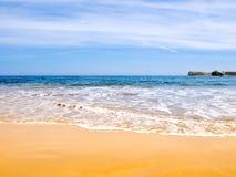海滩金黄沙子 库存照片