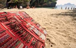 海滩镯子railay销售额泰国 免版税库存照片