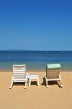 海滩长凳 免版税库存照片