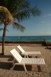 海滩长凳 免版税库存图片