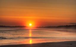 海滩长的日落 免版税库存照片