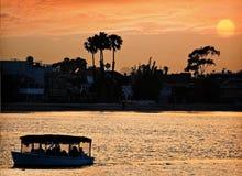 海滩长的日落 免版税库存图片