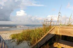 海滩风景在黎明 免版税库存图片