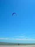 海滩飞行风筝 免版税库存照片