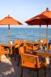 海滩餐馆设置表 库存图片