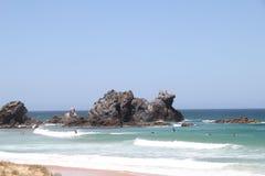 海滩骆驼岩石海浪 免版税图库摄影