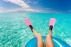 海滩鸭脚板乐趣妇女 库存照片
