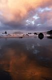 海滩黎明反映 免版税库存照片