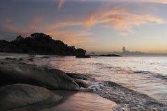 海滩黎明makuzi 免版税库存图片