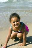 海滩黑人女孩 免版税库存照片