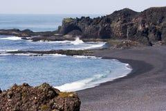 海滩黑色小海湾沙子 图库摄影
