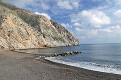 海滩黑色沙子santorini 免版税图库摄影